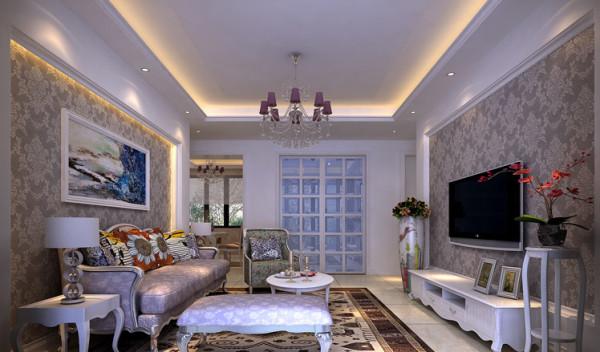 客厅的电视墙是石膏线镜框加碎花壁纸,家具也是碎花风情,让人感觉简单温馨。