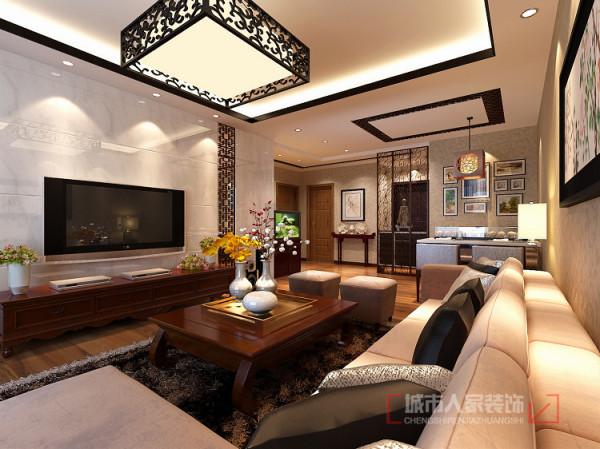 装饰类家具都选择了传统中式风格,在吊顶及电视墙的装饰上均加入了中式传统花格的设计,只是在花格底部先背了一层夹丝玻璃,凸显现代气息,提亮房屋层次感并交相呼应。