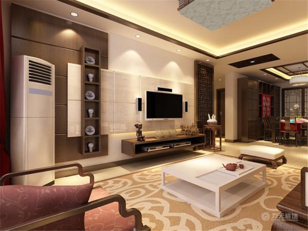 电视背景木艺中式的造型,再配以同色系的电视柜使电视背景看起来充实又不混乱。