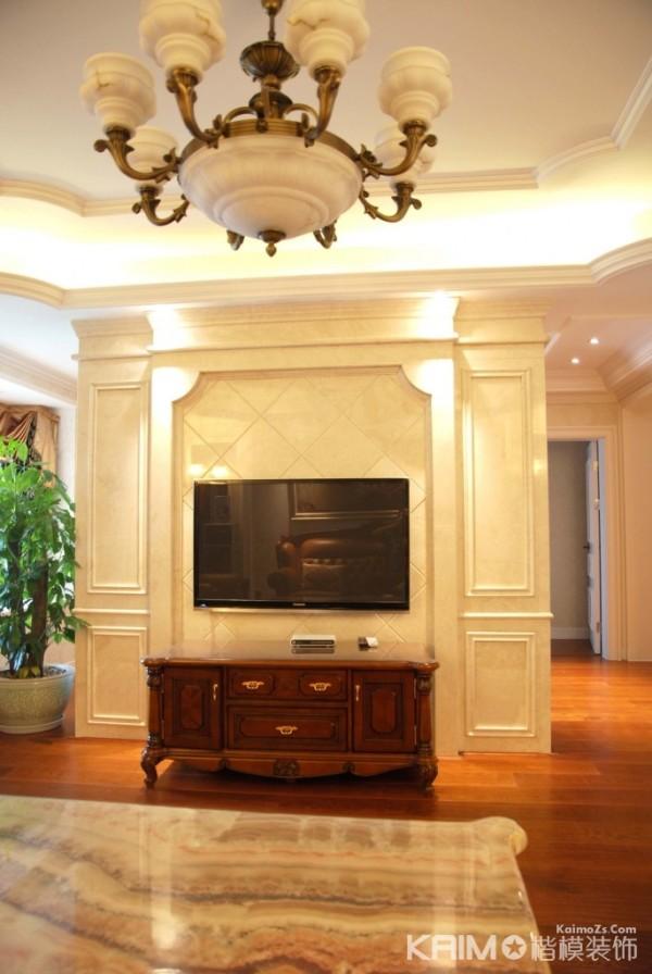 电视背景墙采用米白色 给整个空间设计增加了一丝暖意