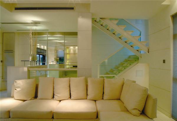 白色系的简约式沙发