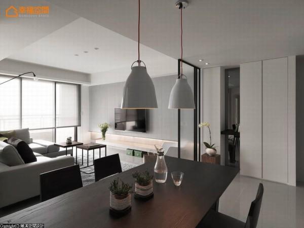 客、餐厅以开放式、最大化来框架,让空间尺度大而无限。