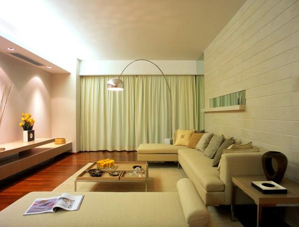客厅首先看见的是一套简洁的沙发,素雅的颜色搭配墙面浅色调的条纹造型,使空间更加的宽敞,电视背景墙也是一简洁为主没有做造型,使整个空间布局更加的宽敞大气。