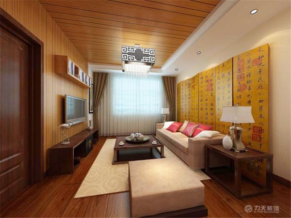 电视背景墙也延伸到了餐厅处,这里的电视背景墙与吊顶都做成了木质的,相当于地板上