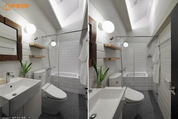 设计师在局部挑空处规划斜屋顶,结合向上投射的间照拉升屋高,并利用剩余的实木块订制镜面,延续主体设计氛围。