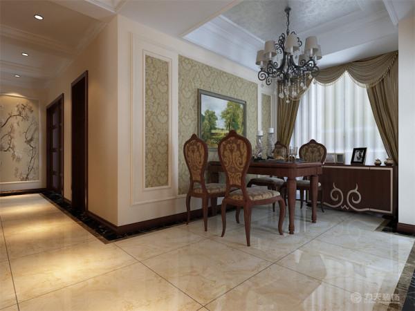 欧式所特有的,使空间稍显明亮,餐厅空间也较大,除了摆放了四人餐桌,还摆放餐边柜,为家人提供储物,修饰的作用
