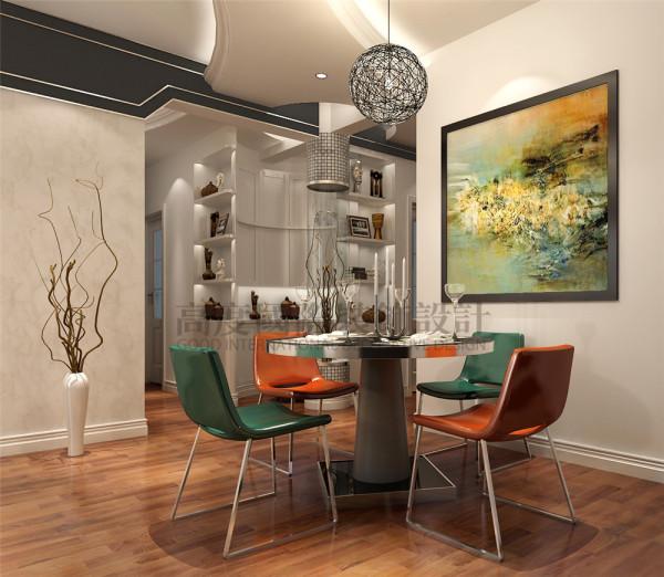 餐厅很时尚,餐桌与壁画的色调统一协调。吊顶让人眼前一亮。