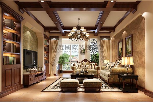 嵌入式的书柜成为一道靓丽的风景线,导圆角的墙面造型是托斯卡纳风格的展现。