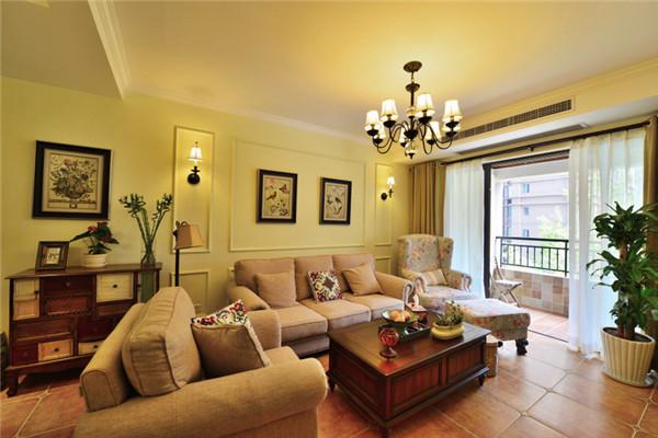 整个厅内选用比较温馨浅黄色内墙漆铺刷,会显得比较舒适,大气,电视墙没有过多的造型,简单而朴实,沙发墙使用精致石膏线条的制作的几个小造型,优雅且精致。