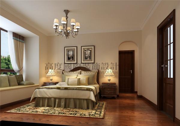 设计师将卧室做的温馨浪漫,将储物空间做大,改了多功能,待客 ,储物,书房一体的多功能房间。