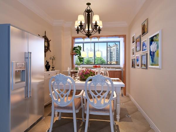 餐厅,自热景物画册对应着地中海风格的小配饰,给人贴近大自然的感觉。偌大的窗户,就餐时一抬头就能外面看到美丽的景色。敞开式的厨房,让女业主从此爱上厨房!