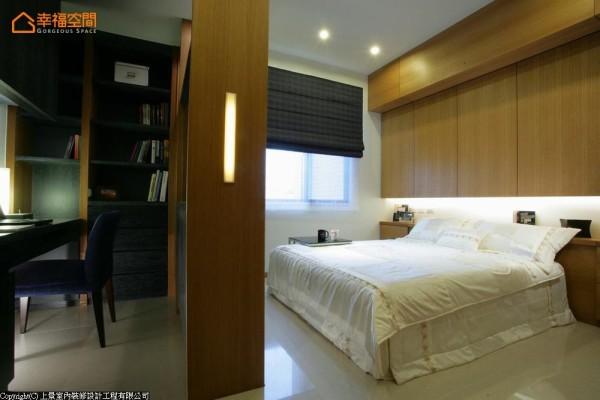 隔间柜侧面嵌入LED灯,对于夜间照明及视觉效果均达完善功效。