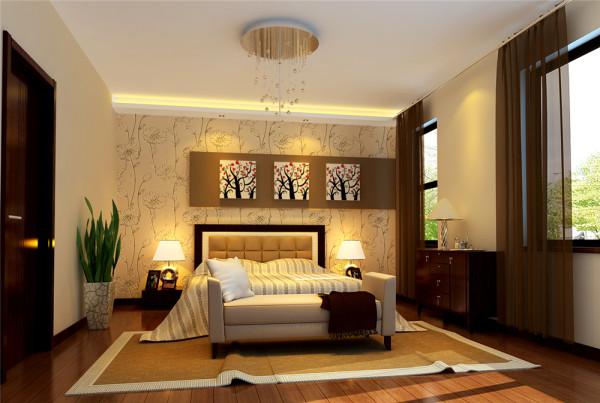 经过设计师的精心设计,背景墙以高贵的金黑搭配色彩,在简易的造型中创造出雍容的感觉。与电视背景相对的一面特意设计了相呼应的沙发背景墙,沙发背景墙采用银色花纹镜子