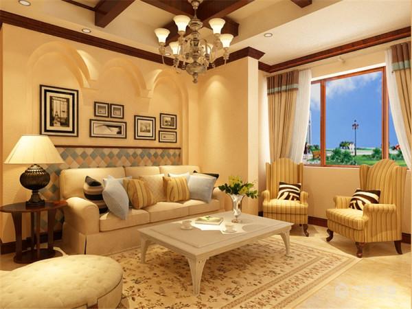 沙发背景墙以地中海特有的拱形做的造型,体现出地中海的特色,中间运用照片进行点缀,下面为了跟电视墙做衬托也贴了文化砖。