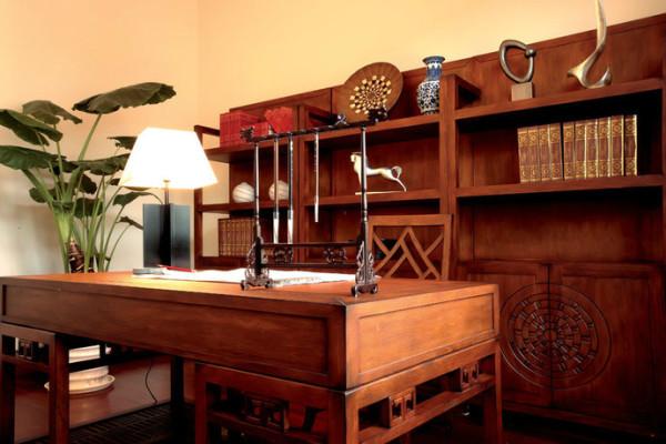 书房,显示了主人对中国文化的喜爱,闲暇时练练书法,修身养性。