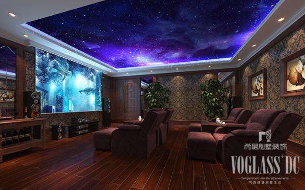 影音室是家人朋友休闲娱乐的空间,护墙、壁纸以及软包的结合营造出一种宁谧的空间氛围,星空顶的设计,也给空间增添了一份梦幻而宁静的神秘气息,置身其中,只需静静的享受就可以了。