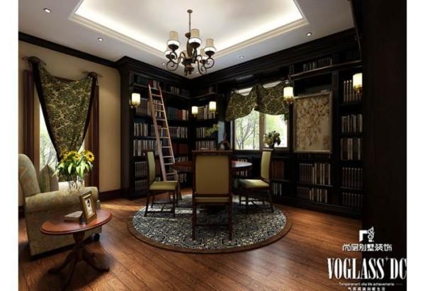 书房映入眼帘的便是一排排整齐有序的书籍,沉淀了业主深厚的文化内涵与对生活的态度。