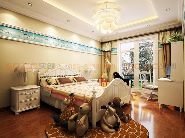 欧式儿童房,不论是床上用品的花色,床边的袋鼠布偶,背景墙的装饰还是吊灯的造型,无一不精致细腻,古朴大气又不失可爱!