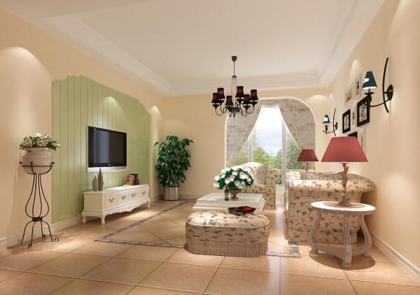 这个客厅大量使用碎花图案的各种布艺和挂饰,欧式家具华丽的轮 廓与精美的吊灯相得益彰。