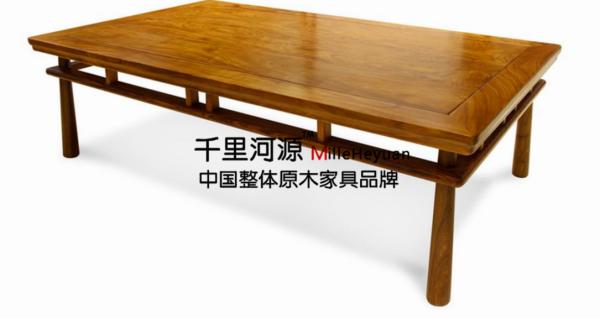千里河源1985年创立至今,率先引入整木配套理念,开创了实木弧形楼梯工艺;是国内最早专业制造高档实木整体楼梯的生产厂家之一,以精湛工艺、精良选料、多样材种、新颖设计,成为现代家具有限公司。