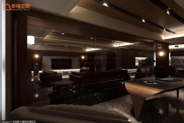 以玻璃接口将书房安排在沙发后方区域,维持通透开敞的视界关系。