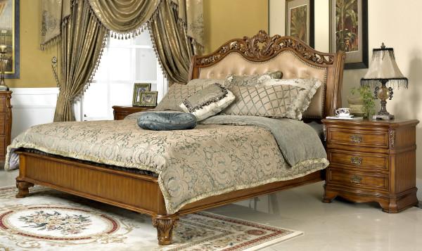 美式家居的卧室布置较为温馨,作为主人的私密空间,主要以功能性和实用舒适为考虑的重点,多用温馨柔软的成套布艺来装点,同时在软装和用色上非常统一。