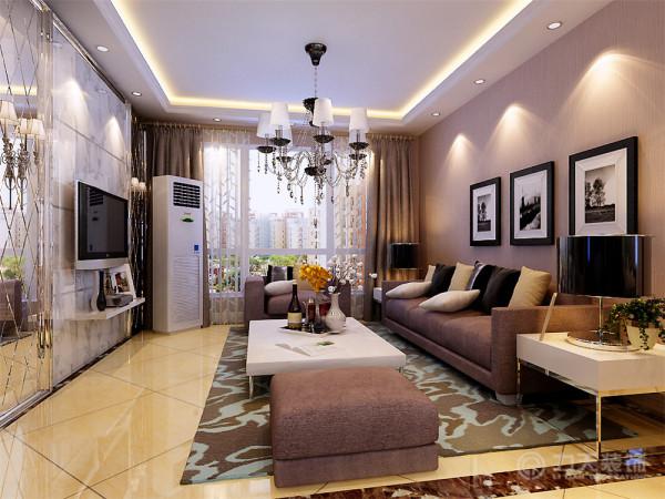 电视背景墙采用两边车边境中间为白色大理石石材的造型,沙发背景墙挂了三幅简单的现代风格挂画,搭配素色壁纸,整个空间显得素雅,但又不乏大气、时尚!