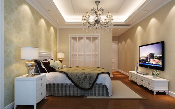 背景墙略带线条和素雅一点的壁纸,这样有益于睡眠和大脑的一种放松。