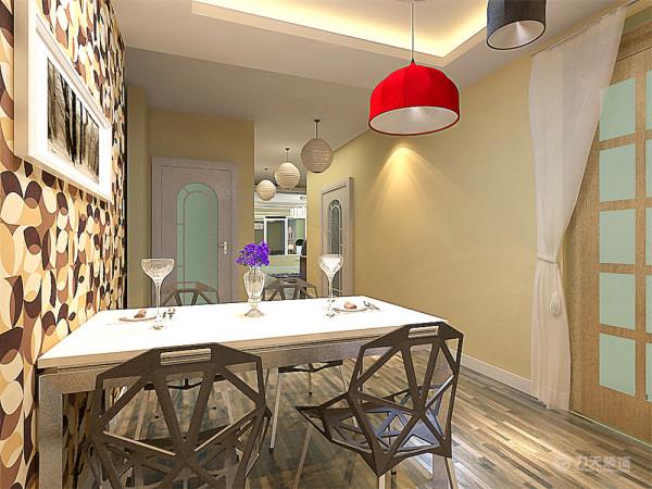 餐厅与厨房的位于房型的西北角位置,这两个空间加起来面积较大。能够满足人们的正常做饭饮食的需求。在厨房的旁边还有一个较为宽敞的独立阳台能够满足人们的正常空间需求。