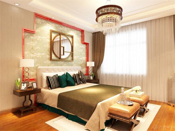 主卧的吊顶采用回字形加脚线,中间是吊灯装饰,床头是方格块,里面是淡绿色碎花壁纸,中间是镜面。凸显高大上,整洁的床面配上优雅的床头柜,温馨时尚。地板采用木地板,脚感好又实用。