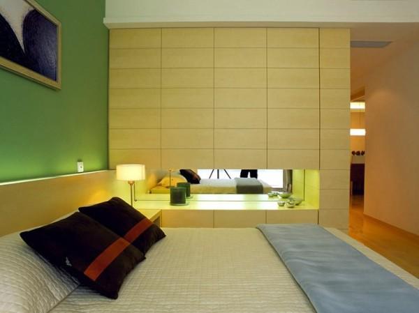 合理的空间布局创造出温馨舒适的居家环境。卧室是整套房子中最私人的空间,也是一个人心灵放松的地方。所以个人认为卧室最主要的就是舒适安静,在满足业主日常生活需要的同时也要有一定的精神品味。