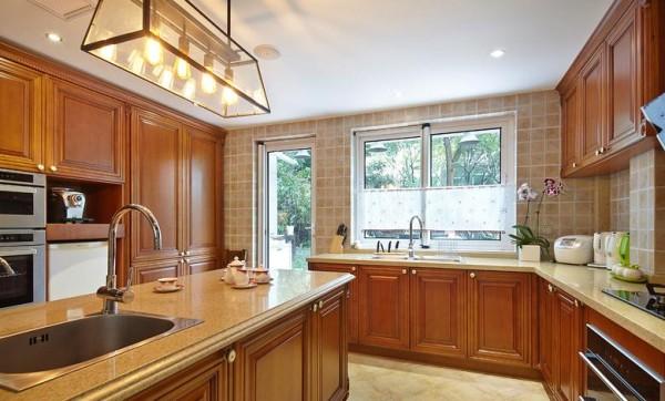 厨房设计很巧妙,空间利用合理