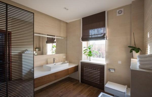 卫生间的布局空间上很宽敞,设计的较为大气,同时有种仿中式的感觉,很上档次有种低调奢华的感觉。