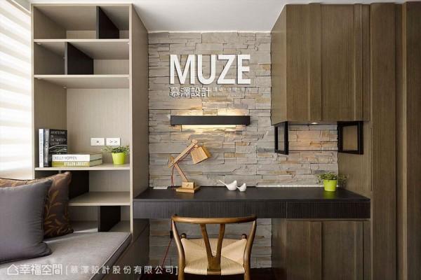 文化石主墙串接上木质、铁件等多样质感,丰富着单一立面表情。