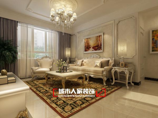 沙发背景墙采用米色壁纸和金色背景的油画,两者结合在一起有一种欧式的异域风情。白色的欧式家具入目舒适爽朗,让人身心舒畅。