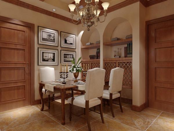 餐厅吊顶采用井字形加吊灯装饰。餐桌背景墙是4幅挂画,侧面是圆拱形造型,里面是柜子,方便放物品。餐桌椅采用深木色,加白色背垫,餐桌上放着一束鲜花,浪漫美丽。