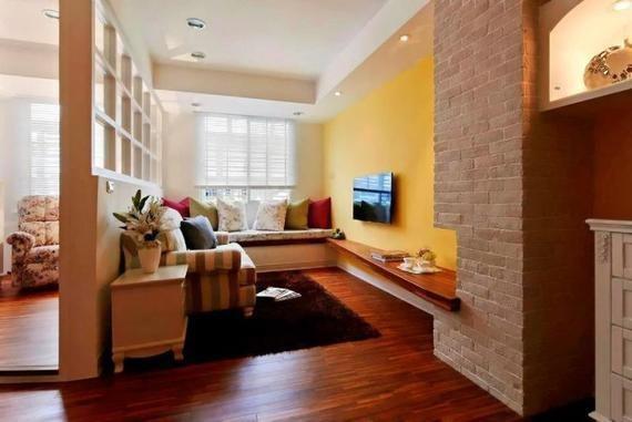 作为小户型,设计上不可能太为华丽,所以就以轻松自由为主,电视背景墙和五颜六色的沙发搭配,非常具有田园特色,是大自然的体现。