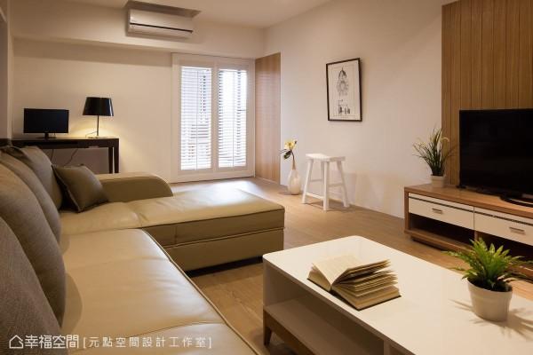 白色的实木百叶拉门,让空间多了一点欧美休闲氛围。