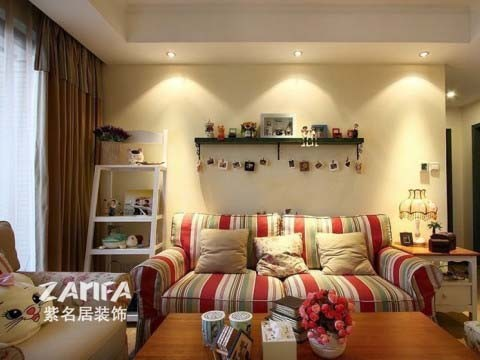 背景墙和沙发是两点,体现出业主和设计师的小情调