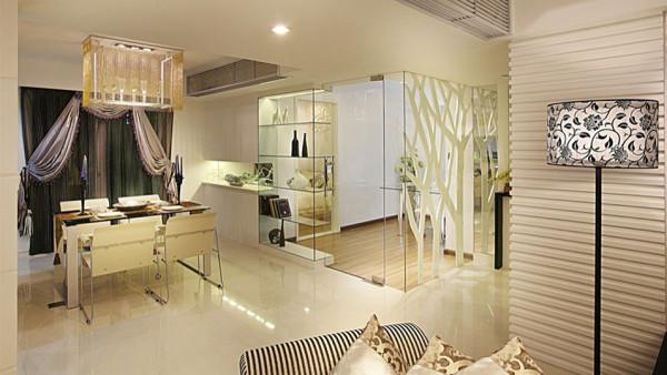 多功能房运用带装饰图案点缀的清玻璃幕墙来区分区域,一种整洁明亮的空间感觉。