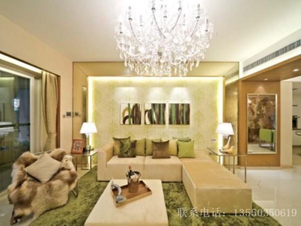 金色,黄色。绿色,少量白色糅合,使色彩看起来明亮大方。使整个空间给人以开放、宽容的非凡气度,让人丝毫不显局促。
