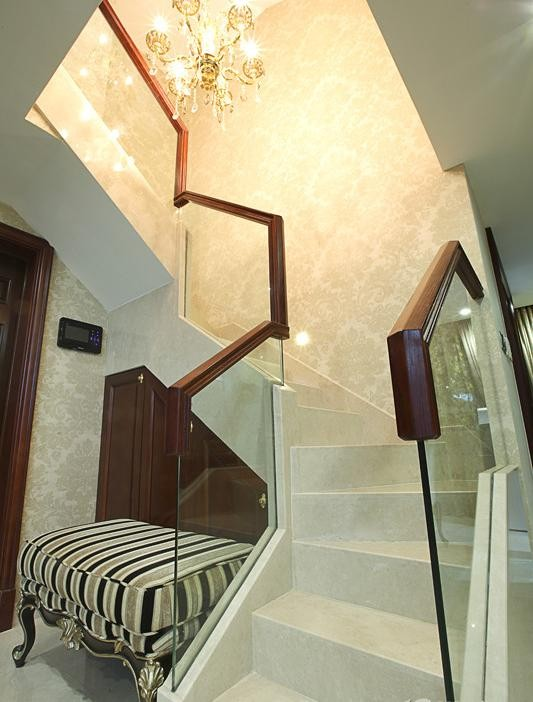 金色布幔楼梯装饰