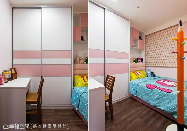 粉红色调作为小女孩房的空间主色,衣柜、展示柜及书桌均利用系统柜来构组,而童趣设计的大型铅笔衣架,更让角落瞬间充满想象。