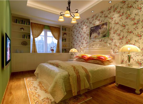 亮点:充足的自然光源与暖色光源相结合,再配以柔软的陈设,浅色的壁纸,使整个空间舒适,而又温馨。