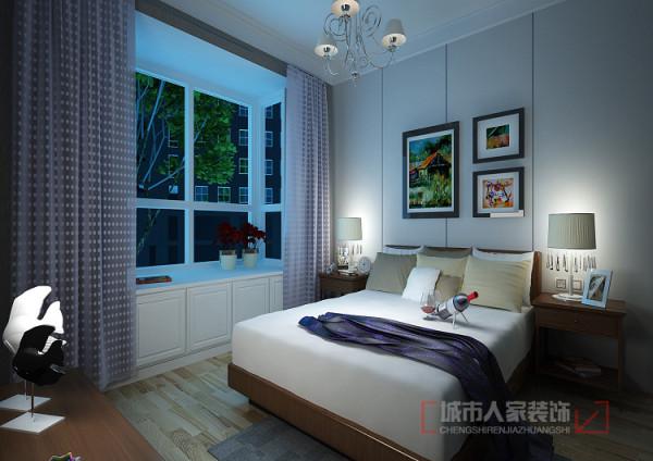 主卧室依然延续了清新的客厅感受、床背景通过简单浅灰色的石膏板留缝处理、简洁明快、床背后简单时尚的挂画是现代简约派的代表产品;落地凸窗改为了飘窗既增加了储物功能又增加了一道亮丽的风景。