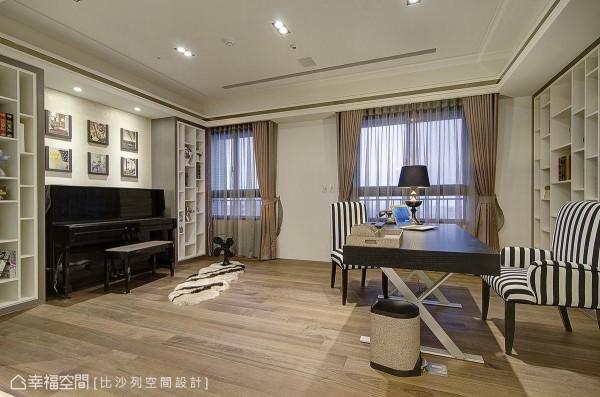 将原先的两个房间打通,结合了琴房与书房的机能需求,顺势将大片采光带入到餐厨空间。