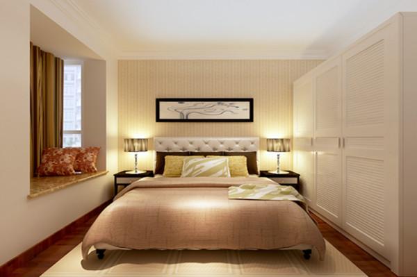 """以""""简""""为主,整体衣柜增加了储物空间,整体以暖色灯光为主,米色家具为辅,营造出一个温馨的卧室。"""