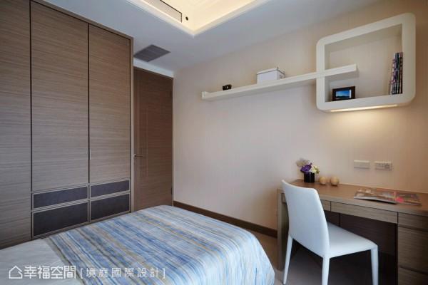 选择男孩喜爱的铁灰色,点缀床头造型板及衣柜,让房间能传达出个人特色。