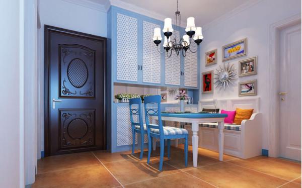 白蓝相间的橱柜,延续地中海简约纯净风格,简约至上。亮点:厨柜的色彩能刺激人的食欲,使人心情愉悦,使枯燥的厨房操作过程变得生动有趣。