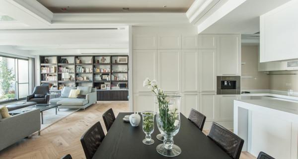 厨房:以开放式的空间,简约白色为主,整洁干净,每个橱柜都有不一样的使用空间